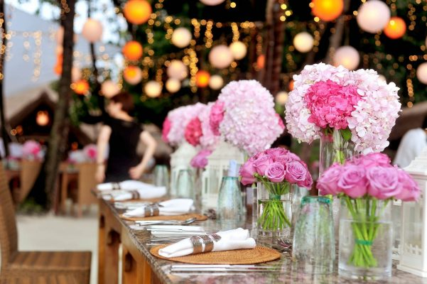 table-with-plates-and-flowers-filed-neatly-selective-focus-great events